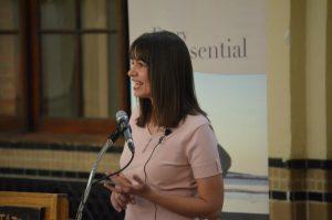 Rhonda Lauritzen giving a speech