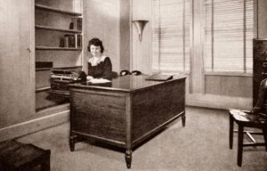 Anyone learn to transcribe audio on a manual typewriter? Dragon will blow your mind! Photo of a secretary in the 1940s.